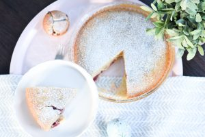 Kirschkuchen aus dem Himmel. Denn im Himmel muss es Kuchen geben. Ein super einfaches Grund-Rezept für jeden Obstkuchen und Muffins.